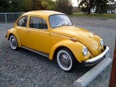 1975 Volkswagon Beetle Love those white walls.My brother had a yellow one like… Volkswagon Bug, Volkswagen Beetle Vintage, Volkswagen Transporter, Vw Volkswagen, Bug Car, Vw Classic, Yellow Car, Vw Beetles, Beetle Bug