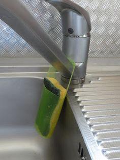 Amaliz Créations: recycler les bouteilles de shampoing :  quelques petits trous au  fond pour que  votre éponge s'égoutte !!!