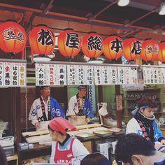 Ein Süßigkeitengeschäft in Kawasaki. Die zähe Masse wird mit dem Messer in rasantem Takt zu Bonbons geschnitten. // A shop for sweets in Kawasaki. The dough gets chopped into candy with knives in a fast paced rhythm. • • • #japanblogger #japan #japanliebe #travel #traveling #travelgram #travels #traveler #travelphotography #welltravelled #japanfocus #japaneseculture #japan_of_insta #traveljapan #explorejapan #japantravel #japantrip #ilovejapan #wanderlust #lovejapan #nihon #日本 #onlyinjapan…