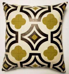 quaterfoil pattern on toss pillow