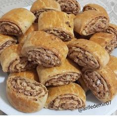 Image may contain: food Köstliche Desserts, Delicious Desserts, Yummy Food, Turkish Recipes, Greek Recipes, Recipe Land, Biscotti Cookies, Sweet Cooking, Roll Cookies