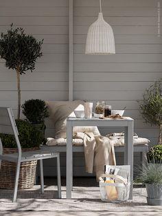 FALSTER bank | Deze pin repinnen wij om jullie te inspireren. IKEArepint IKEA IKEAnederland buiten tuin outdoor urban grijs inspiratie tafel stoel lente zomer