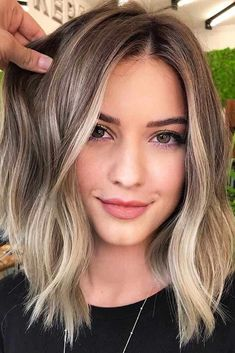 Middle Parted Lob ❤ Eve. Middle Parted Lob ❤ Eve. Middle Parted Lob ❤ Even if you think that you've seen all the haircuts for women, there is still something you should know about Grey Balayage, Hair Color Balayage, Ombre Hair, Lob Ombre, Balayage Hair Brunette With Blonde, Short Brunette Hair, Short Balayage, Long Hairstyles, Pretty Hairstyles