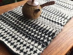 Small monochrome krokbragd chabu