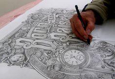 David Smith y la tipografía ilustrada # David Smith es un nombre que se ha convertido en sinónimo de lettering creativo con acabados de alta calidad, hechos a mano en cristal, con signos inversos y en todo tipo de adornos decorativos.Es justo …