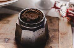 Kávézacc - 5 dolog, amire használhatod a kertben - CityGreen.hu Cortisol, Espresso Maker, Coffee Maker, Coffee Machine, Natural Skin Whitening, Caffeine Addiction, Coffee Scrub, Coffee Coffee, Coffee Beans