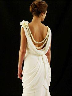 L O V E this - she is wearing a pikake lei, Hawaiian style glam bride! #dawninvitescontest