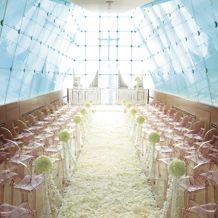west53rd日本閣(ウエスト フィフティサード):花嫁に人気の「光り色のチャペル」。光に彩られたデザイナーズ空間でウエディングを