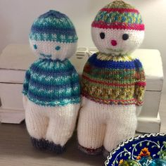 Yes I did it😍 perfect use of leftover yarns from my socks kitting, it's fun to creat this little cool duds❤️ Lace Knitting, Knitting Socks, Knitting Patterns, Crochet Patterns, Cute Crochet, Knit Crochet, Crochet Hats, Loom Knit, Knitted Dolls