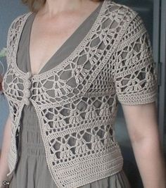 Boleros Elegant Crochet Sweaters: Crochet Circular Vest - Free pattern with or without sleeves! Site is in Spanish but has diagrams for a bunch of different crochet projects. Gilet Crochet, Crochet Poncho Patterns, Crochet Jacket, Crochet Cardigan, Crochet Shawl, Crochet Stitches, Free Crochet, Crochet Sweaters, Crochet Shrugs