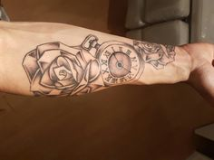 Start of a half sleeve of the lower arm.