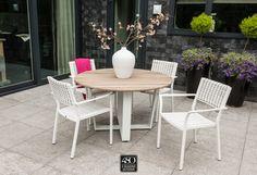 PIAZZA   Stapelbare dining chair uitgevoerd in white/latte vlechtwerk. Heerlijk licht tafelen in de tuin!