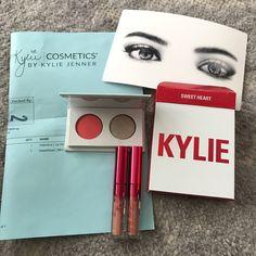 I just discovered this while shopping on Poshmark: Edição limitada Kit de coração Kylie autêntico NWT. Check it out!  Size: OS