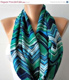 I like the colours on this scarf :) since I wear a lot of to almost all black this would be a good thing for me to wear to add a pop of colour.