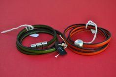 Pulseiras de 3 voltas em couro plano de 5mm de várias cores. Fechos de íman. Different colours 5mm flat leather bracelets. Magnet clasps. € 15,00 // USD 20,00