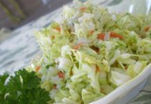 KFC Coleslaw - I love coleslaw! KFC and Chik-fil-A have the best store bought recipe in my opinion. Top Secret Recipes, Great Recipes, Favorite Recipes, Copycat Kfc Coleslaw, Cole Slaw, Kaja, Restaurant Recipes, Restaurant Dishes, Copycat Recipes