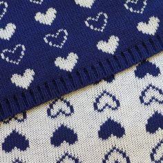 """tissu réversible en mailles - motifs """"coeurs"""" bleu marine et blanc : Tissus Habillement, Déco par pikebou"""