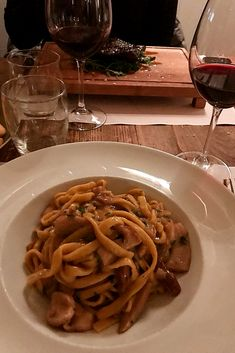Coming to Italy you should know that the best way to make Italian friends is through their love of Italian food! We enjoyed this delicious pasta in the heart of Rome's city center, and of course, we paired it with a glass of red wine!