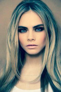 Cara Delevingne - smokey eyes & nude lips