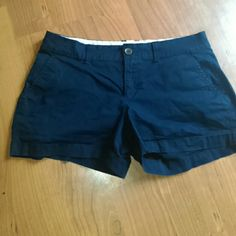 Navy shorts Navy with front and back pockets. Almost new Old Navy Shorts
