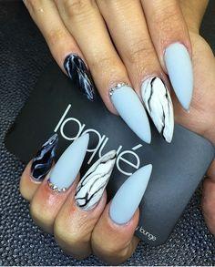 Blue lighting nails
