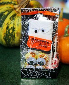 halloween treat bag | sbeesquared: 2011 Treat Bags