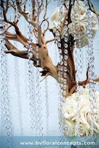 Love the natural and vintage crystal mix http://www.mycanadianwedding.com/images/winter-theme-3.jpg