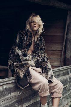 Les plus belles coiffures de Damien Boissinot dans Vogue Paris : le blond sauvage d'Anka Rubik photographiée par Lachlan Bailey