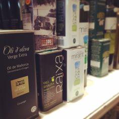 Los mejores aceites de oliva de #Mallorca están en la #charcutería La Pajarita #best #oliveoil #denominaciónorigen #gourmet #delicatessen www.lapajarita1872.com