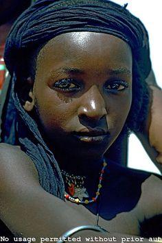 Niger. sahel. Wodaabe (Bororo/Fulani) nomad boy.