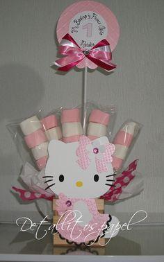 Recuerdo Hello Kitty con brochetas de bombón, combinación Rosa pastel-Blanco