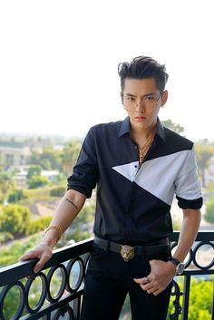 Image about wu yifan in ᴋʀɪs ღ Kris Wu, Kpop Exo, Chanyeol, Rapper, My Handsome Man, Wu Yi Fan, Fandom, Expressions, Chinese Boy