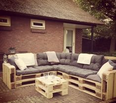 Pallet Outdoor Furniture Same has been done with this DIY pallet patio sofa so that you appreciate a magnificent, fashionable and cost-free sitting strategy for your fun outside places. Pallet Patio Furniture, Outdoor Furniture Plans, Pallet Couch, Crate Furniture, Reclaimed Wood Furniture, Home Furniture, Furniture Layout, Pallet Walls, Furniture Ideas
