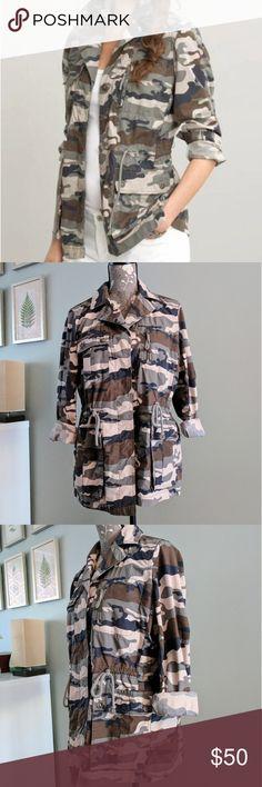 Banana Republic Camo Jacket Anorak style camo jacket with cargo pockets and drawstring waist ties. Zipper chest pocket. Size Medium. Banana Republic Jackets & Coats Utility Jackets