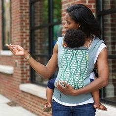Loving the color and pattern on this Boba Verde Organic Carrier - Holli Zollinger Holiday Gift Guide, Holiday Gifts, Boba Baby Carrier, Designer Baby, Baby Design, Organic Baby, Baby Wearing, Baby Love, Little Ones
