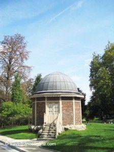 Parc Montsouris - the charm of a century guard hut Cathedral City, Public Garden, Tourist Spots, Nice Place, 12th Century, France Travel, City Lights, Cool Places To Visit, Amazing Places