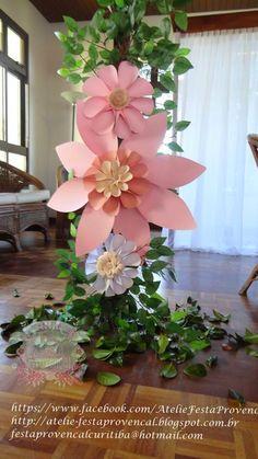 Ateliê Festa Provençal: Pergolado com flores gigantes para fotos de Festa Jardim.