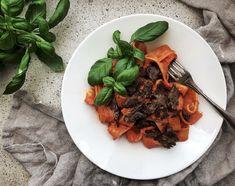 Vegeviettelys: Muhammarapasta - paahdetuista paprikoista surautet... Pasta, Beef, Ethnic Recipes, Food, Meat, Essen, Meals, Yemek, Eten