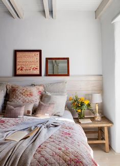 37 Ideas Diy Home Decor Rustic Vintage Bedrooms Outdoor Furniture Bench, Diy Christmas Room, Wooden Bedside Table, Living Room On A Budget, Bedroom Vintage, Decoration, Interior Design Living Room, Rustic Decor, Small Spaces