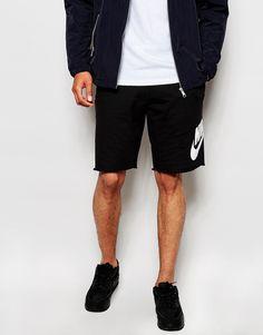Shorts von Nike Sweatshirt-Stoff Taillenbund mit Kordelzug seitlicher Logo-Print Seitentaschen unverarbeiteter Saum Straight Fit - gerader Beinschnitt Maschinenwäsche 100% Baumwolle Model trägt Größe M und ist 188 cm/6 Fuß 2 Zoll groß Lieferantencode: 678568-010