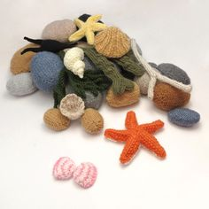 ODDknit free knitting patterns for knitted beach scene Knitting Designs, Knitting Patterns Free, Knitting Projects, Crochet Projects, Free Pattern, Crochet Patterns, Knitted Flowers, Knitted Animals, Yarn Bombing