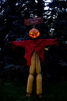 """Our man jack is King of the Pumpkin patch,  Everyone hail to the Pumpkin King now!"" Life size Nightmare Before Christmas Jack!! :O"