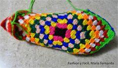 PANTUFLAS, PATUCOS, SLIPPERS | GRAFFITI Knitting Stitches, Knitting Socks, Dyi Crafts, Arts And Crafts, Baby Patterns, Crochet Patterns, Sunburst Granny Square, Knitted Slippers, Yarn Projects