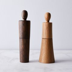 These aren't your average spice grinders, sporting Danish design all dressed up in Oak wood. Salt And Pepper Mills, Salt And Pepper Grinders, Old Kitchen Cabinets, Kitchen Tools, Grease Stains, Blue And White China, Le Moulin, Wooden Spoons, Kitchen Styling