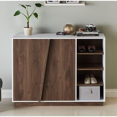 May 2016 … These insanely clever bedroom storage hacks and solutions will make your tiny room feel like an organized palace. Storage Ideas for a Cluttered Lady Bedroom Shoe Storage Design, Shoe Cabinet Design, Shoe Storage Cabinet, Shoe Cabinet Entryway, Shoe Rack With Storage, Shoe Racks, Small Bedroom Storage, Living Room Storage, My Living Room