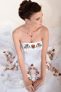 I'm surprise by how much I am loving this dress. It's a great dress for a celebration and a wonderfully unique statement dress. This is a Magyaros wedding dress in Hungarian style. Bridal Gowns, Wedding Gowns, Hungarian Embroidery, Quince Dresses, Maid Dress, Mo S, Quinceanera Dresses, Vintage Dresses, Beautiful Dresses