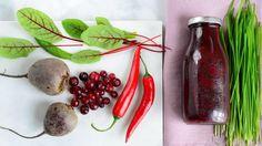 Punaisista pakastemarjoista, punajuuresta ja mangosta valmistuu maukas ja kehoa puhdistava smoothie.