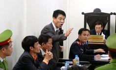 Luật sư đề nghị trả hồ sơ, điều tra bổ sung Phiên tòa ngày 20/2 bắt đầu với phần tranh luận của luật sư Nguyễn Đình Khỏe, bào chữa cho bị cáo Trần Văn Khương. Cơ quan tố tụng xác định, bị cáo Khương được hưởng lợi hơn 1 tỷ đồng từ số tiền tham ô tài sản trong vụ án này. Dẫn một số bút lục lời...  http://cogiao.us/2017/02/20/man-tranh-luan-nay-lua-trong-phien-xu-dai-an-