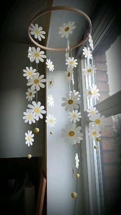 Diy Room Decor Videos, Diy Crafts For Home Decor, Diy Crafts Hacks, Diy Crafts For Gifts, Diy Arts And Crafts, Wall Decor Crafts, Handmade Crafts, Daisy Decorations, Paper Decorations