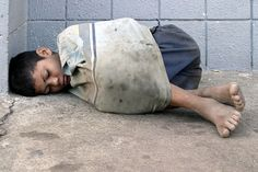 homeless child from Nicaragua. Always be thankful. You have it rough. think again, some human being has even less than you! Poor Children, Save The Children, Precious Children, Beautiful Children, Poor Kids, Kids Around The World, People Of The World, Kinder In Not, World Poverty